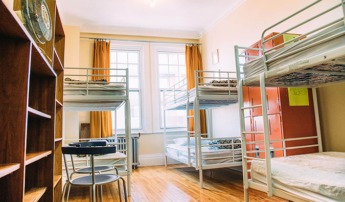 Alexandrie-Montreal hostel dorm rooms