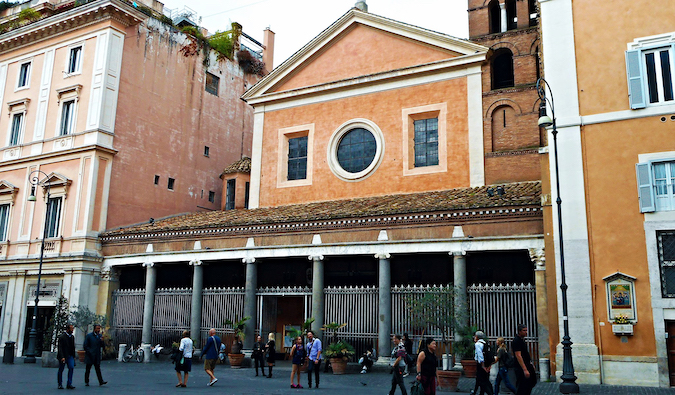 Lucina Church in San Lorenzo, Rome photo by Carlo Raso (flickr:@70125105@N06)