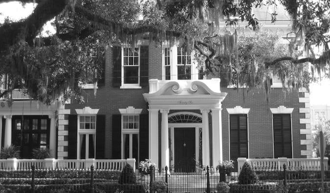 an antebellum mansion in savannah