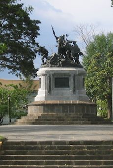 colonial statue in san jose, costa rica