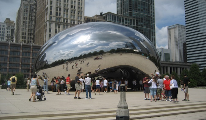 cloud gate (aka the bean) in chicago
