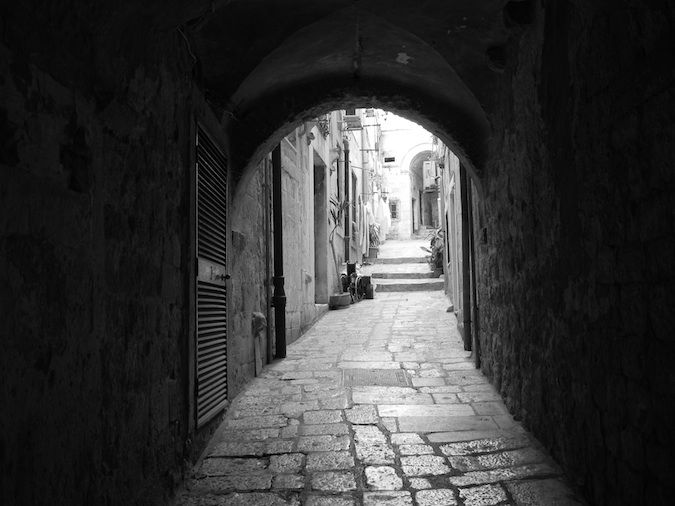 Dubrovnik black and white alley
