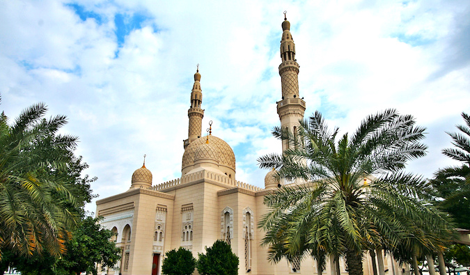 The beautiful Jumeirah Mosque -- FLICKR: https://www.flickr.com/photos/phareannah/3216054008/sizes/l