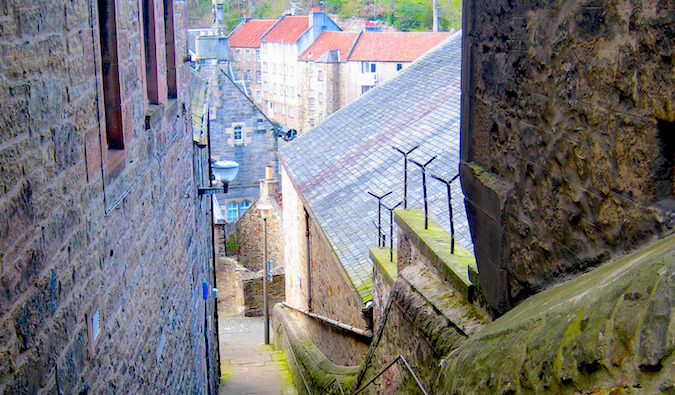 Little alleys and squares in Edinburgh