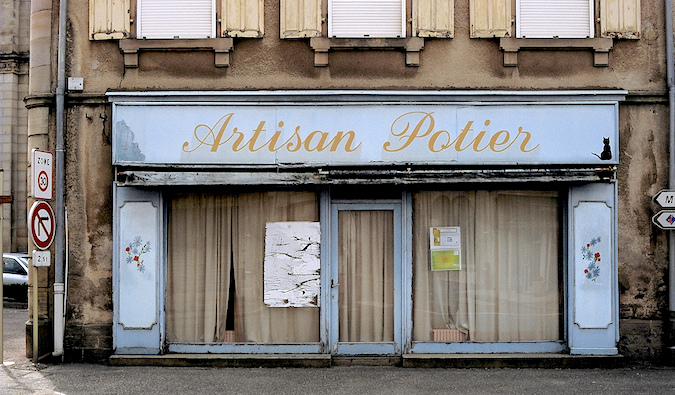 A closed shop, photo by Ergonomik (flickr: psyarch)