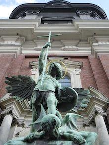statue in hamburg germany
