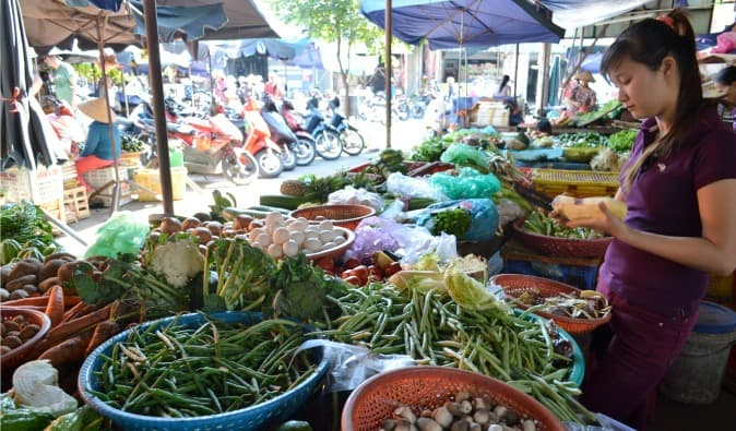 Vegetable markets in Hoi An village