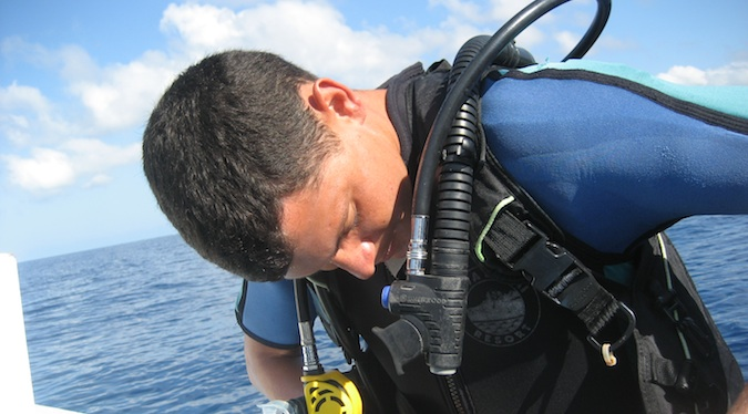 Nomadic Matt scuba diving
