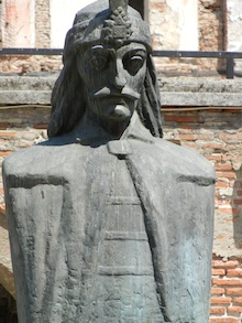 vlad the impaler statue in bucharest