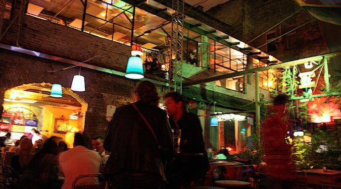 Szimpla Kert: an awesome Ruin Bar in Budapest, Hungry