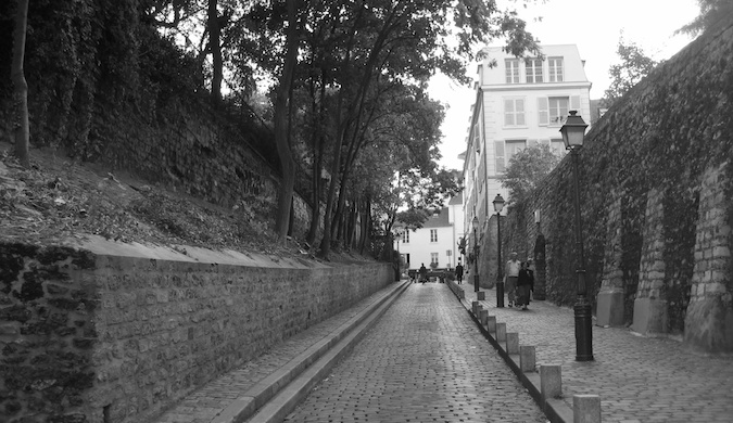 Black and white photo of a beautiful alley in Paris, France