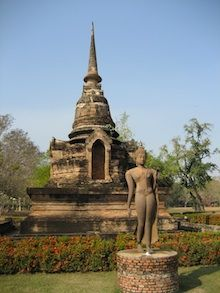 Ruins and a statue in Sukkothai, Thailand