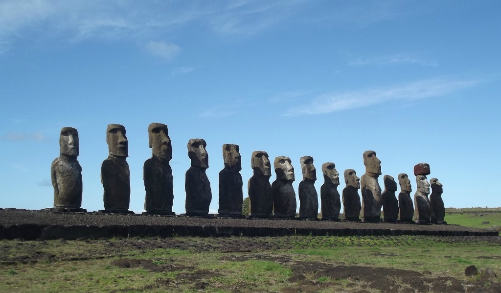 the heads of Easter Island, Chile, giant carved heads, island tribes, Moai statues