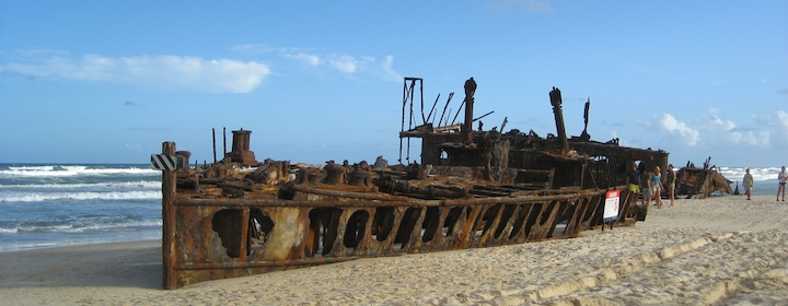 The beach on Fraser Island with the ruined old ship