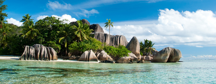 Exploring the amazing and tropical beaches in the seychelles, hiking along the coast and relaxing near the water