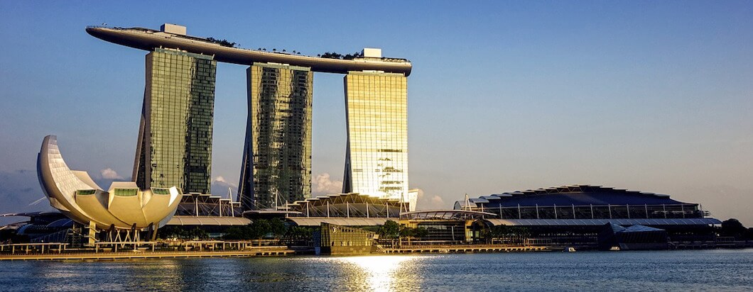 Exploring the beautiful skyline and architecture while strolling through Singapore
