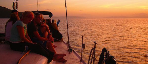 sailing around the whitsunday islands sunset
