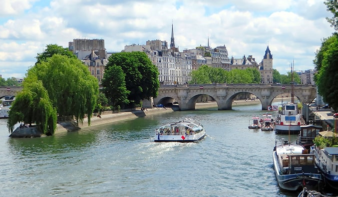 Île de la Cité and Île Saint-Louis in Paris during the summer