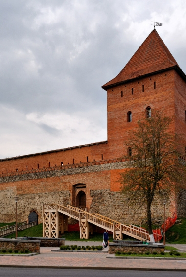 Lida Castle in Belarus By Alexxx Malev - Imported from 500px (archived version) by the Archive Team. (detail page), CC BY-SA 3.0, https://commons.wikimedia.org/w/index.php?curid=71296039