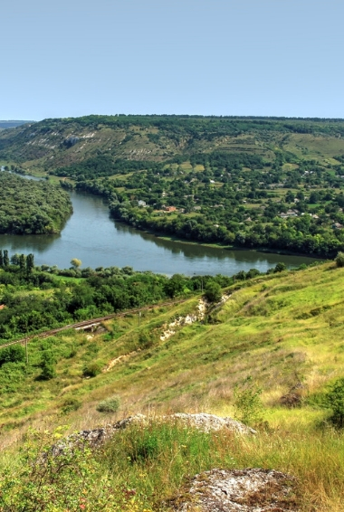 View of Naslavcea village in Moldova. Image By Alex Prodan - Own work, CC BY-SA 4.0