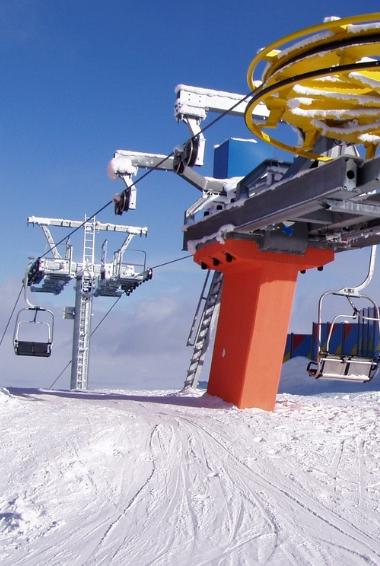 Ski lift in the resort of Tsakhkadzor, Armenia. The highest Lift on Mount Teghenis. Image by Sarkavagyan