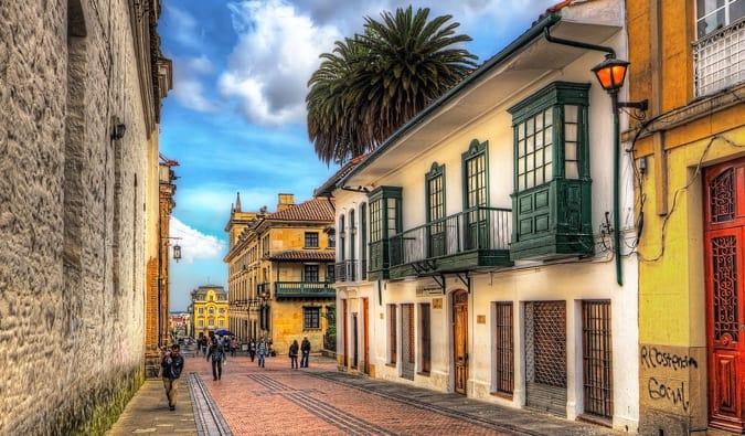 https://ilo.m.wikipedia.org/wiki/Papeles:La_Candelaria,_Bogota,_Colombia_(5785130118).jpg