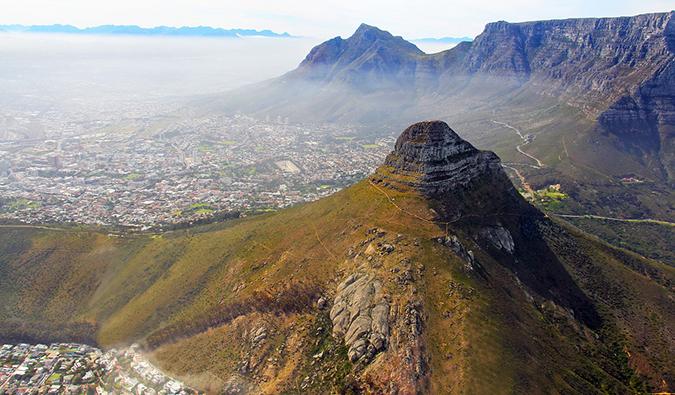 Une vue aérienne du Cap depuis les montagnes