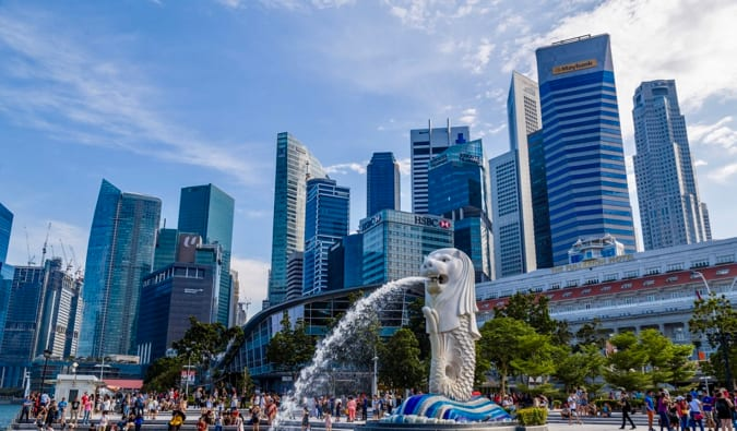 The famous white Merlion fountain in busy Singapore