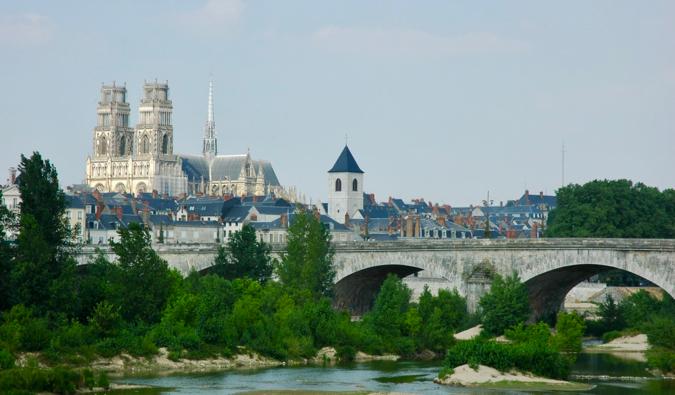 https://sv.m.wikipedia.org/wiki/Fil:France_Orleans_Cathedrale_Pont_Georges_V_01.JPG