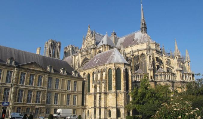 https://commons.wikimedia.org/wiki/File:Centre-Ville,_51100_Reims,_France_-_panoramio_(1).jpg