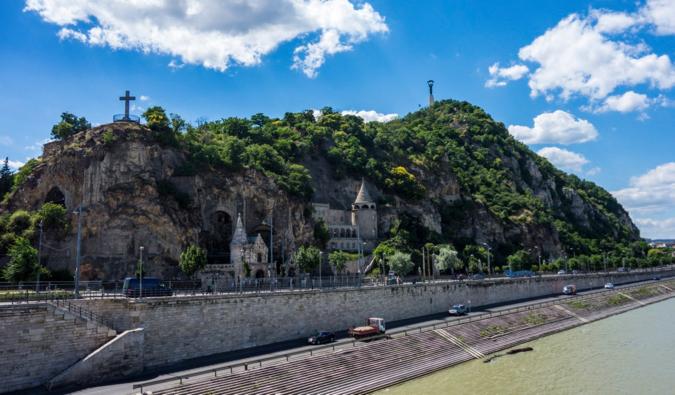 Gellert Hill sur une journée ensoleillée à Budapest, Hongrie