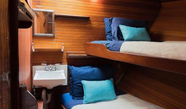 L'une des cabines confortables du Liberty Tall Ship à Boston.