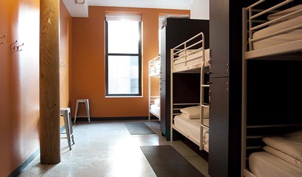 Une chambre propre et confortable à l'auberge HI Boston