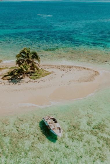 The beautiful beaches of Cayos Cochinos in Honduras
