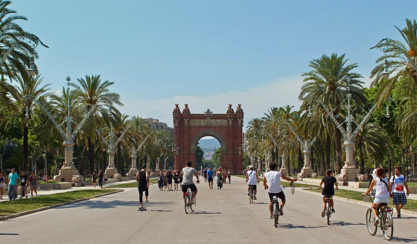 A wide path full of locals enjoying the summer in Barcelona