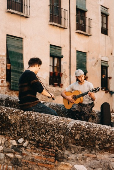Two buskers playing music on the Paseo de los Tristes