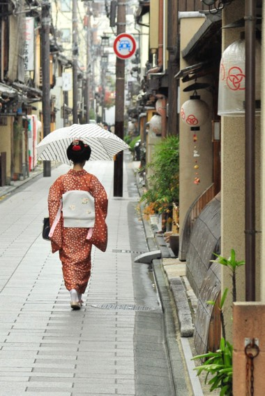 A geisha walking down the street in Gion, Kyoto