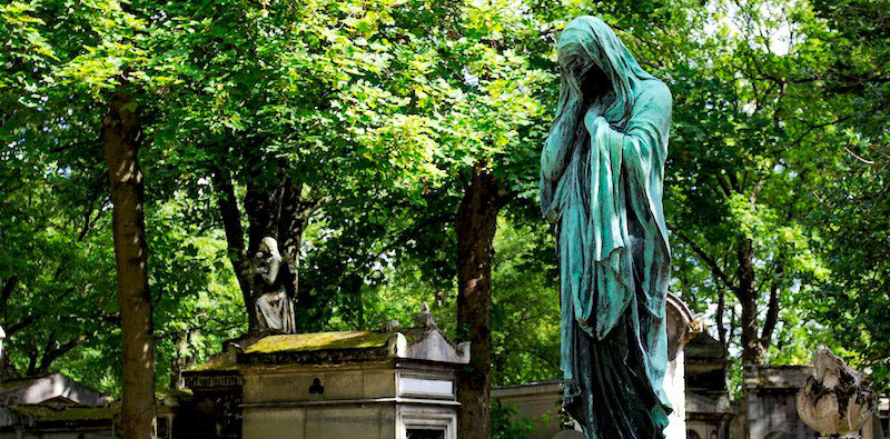 Pere-Lachaise Graveyard where many celebrities are buried, photo by @stanzebla (flickr)