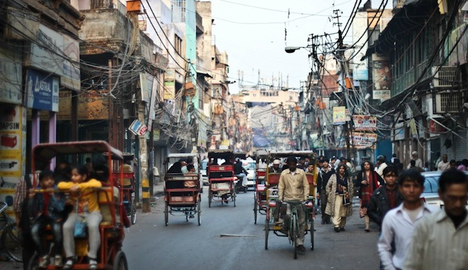 People and rickshaws filling the busy streets of India