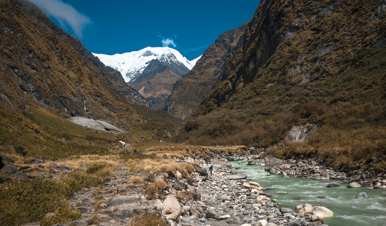 Annapurna basecamp hike in nepal with mountains and rivers