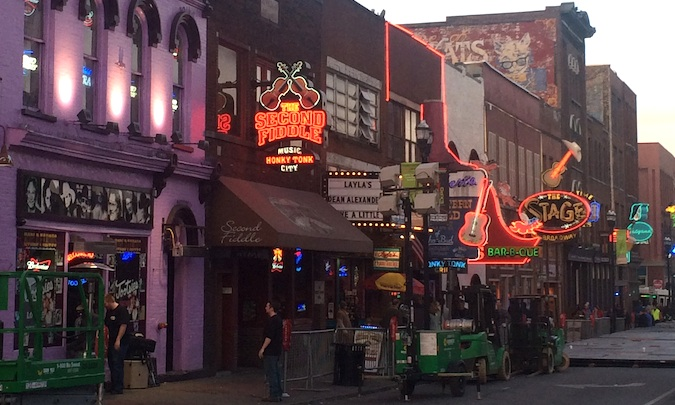 Live country music in downtown Nashville, Tennessee