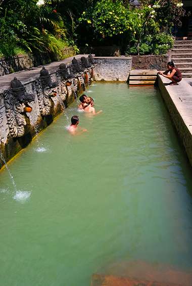 Lake Batur hot springs; photo by Aleksandr Zykov (flickr:@infanticida)