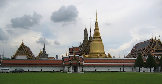 a example of traditional thai architecture in bangkok
