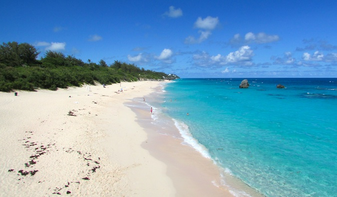 A long stretch of sand and clear blue water in Bermuda