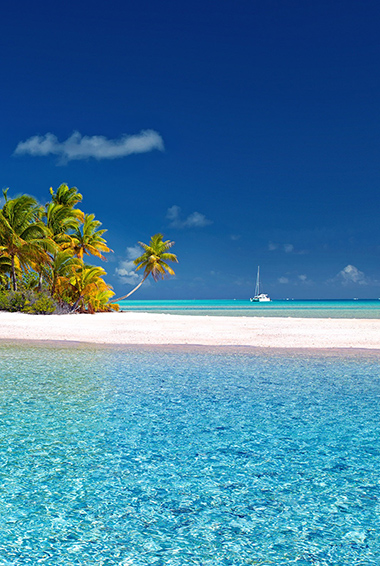 The stunning crysal waters of Bora Bora
