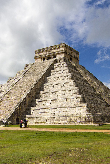 the large pyramid at Chichén Itzá in Mexico