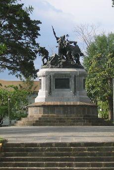 colonial statue in san jose, costa rica