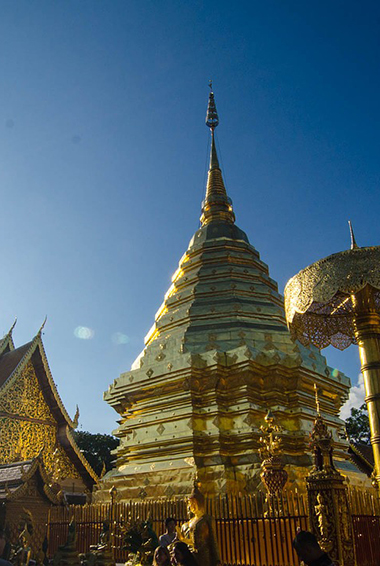 the shiny gold temple towers of Wat Doi Suthep