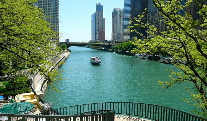 The blue canal in the Illinois city of Chicago, with boat