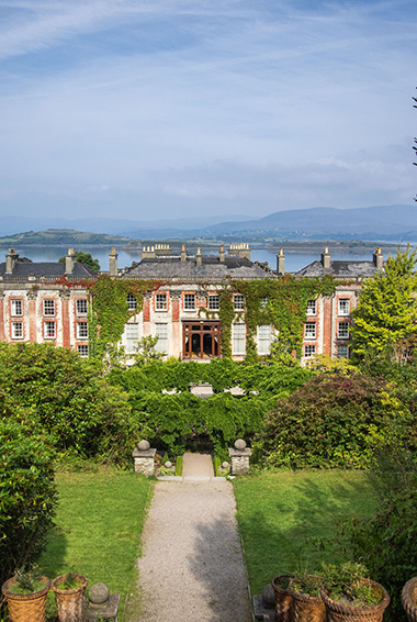 Taking a guided tour of Bantry House